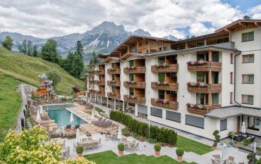 Hotel mit Pool und Berge