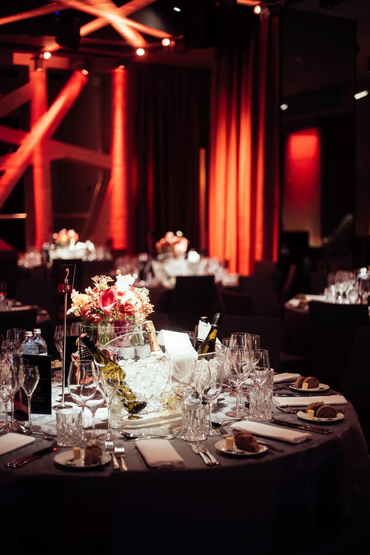 gedeckter Tisch auf Gala von Romy Verleihung