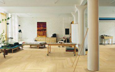 Raum mit Holz