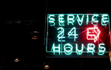 24/7 service neon sign