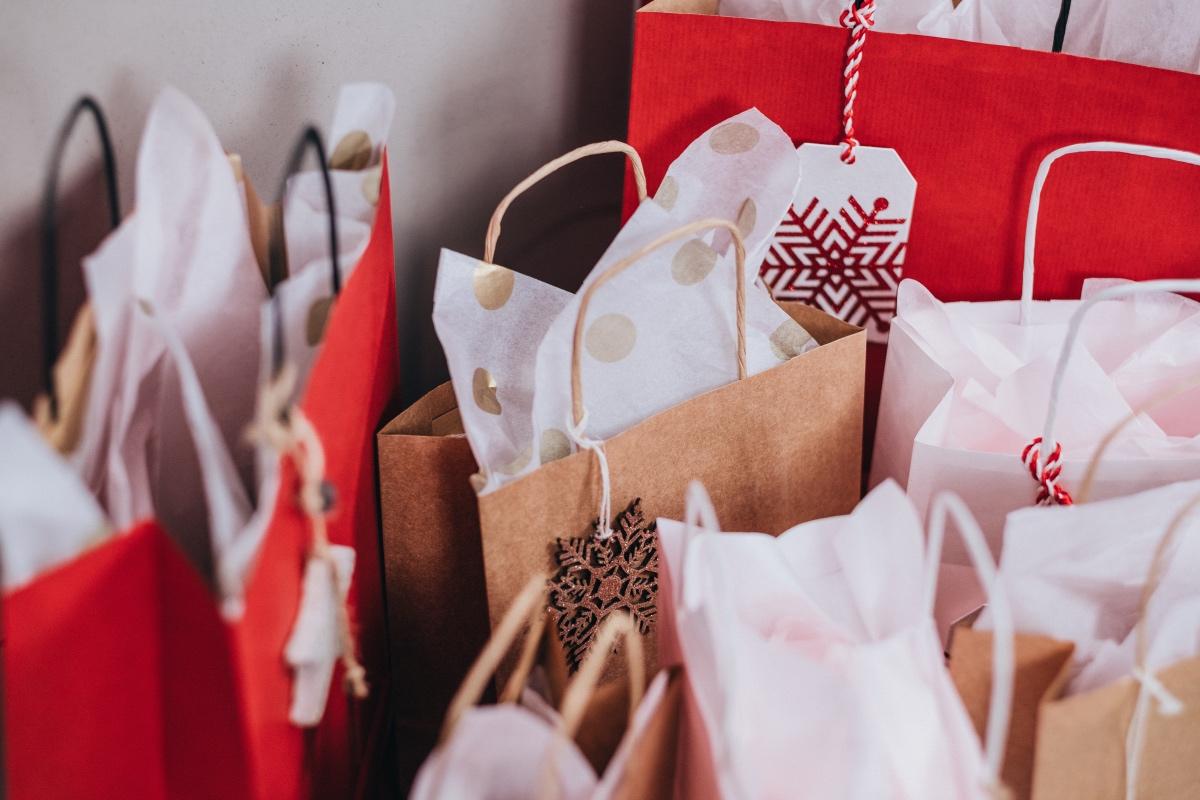 viele Einkaufstaschen
