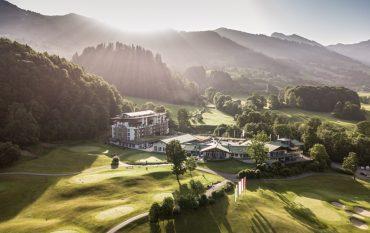 Hotel im Grünen mit Berge und Sonne