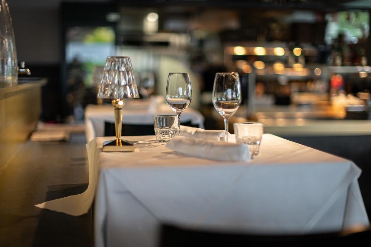 restaurant tisch gläser