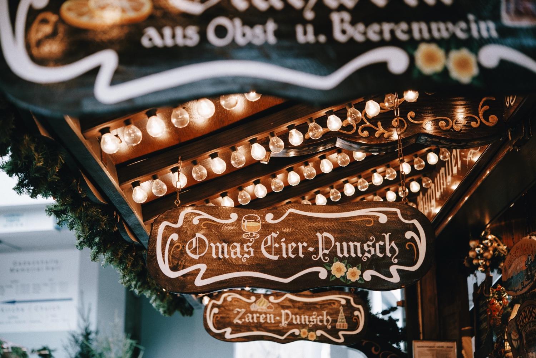Weihnachtsmarkt im Winter